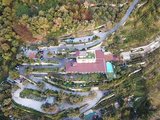 Villa Palmentiello: położenie hotelu na wzgórzu