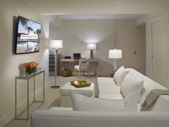 Surfside, FL: In-room Seating Area