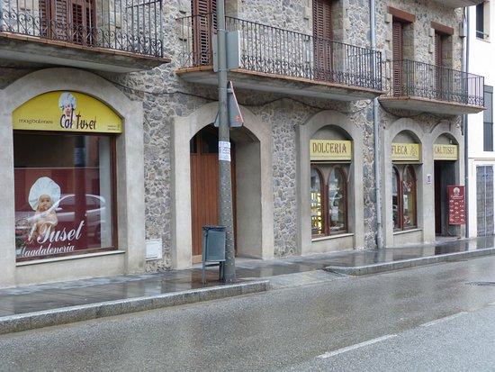 Castellfollit de la Roca, Spain: Fachada Tienda