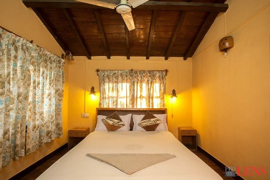 Shiva Guest House1 & 2: Room 301