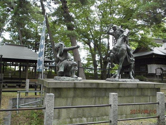 Hachimanbara Historic Site Park: 信玄・謙信一騎打ちの像