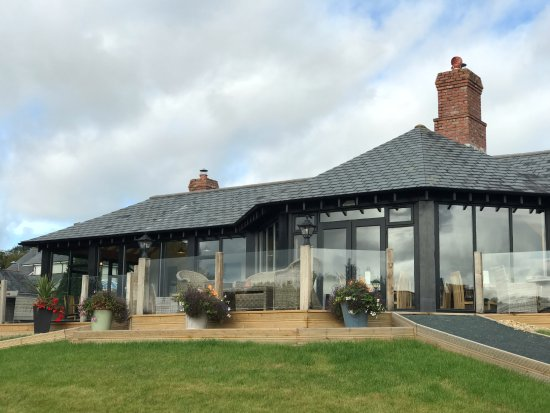 Rydon Inn: Stunning decking area outside the new conservatory extension.