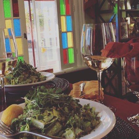 Thornton, Canadá: Vegan Caesar and organic wine
