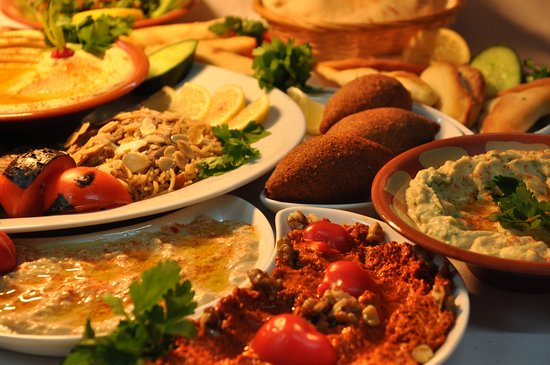 Raoshi Restaurant: Set Banquet available everday, Dish after dish, Hot, cold, salads, Grilled and barbeque dishes .