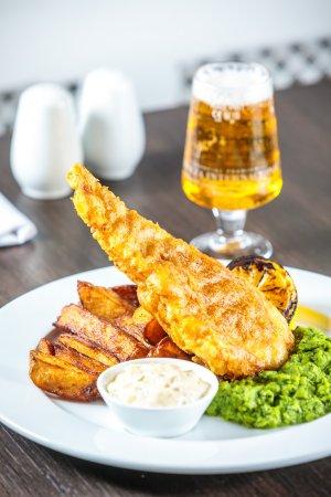 Darrington, UK: Traditional Fish & Chips