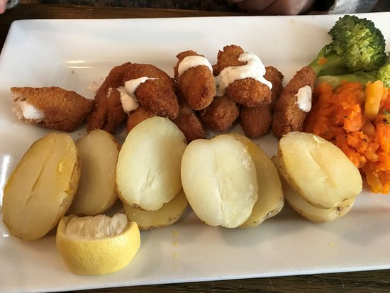 ‪‪Coldingham‬, UK: scampi with potatoes‬