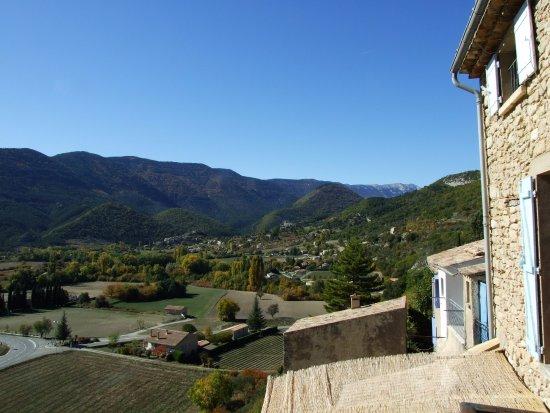 Montbrun-les-Bains, France : Vue sur le Ventoux depuisle balcon de la salle à manger