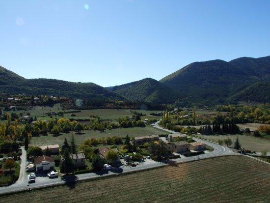 Montbrun-les-Bains, France : Vue depuis la porte fenêtre de la chambre