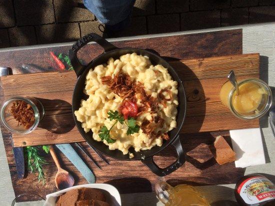 Wirtschaft zur Schifflände: Käsespätzle mit Apfelmus