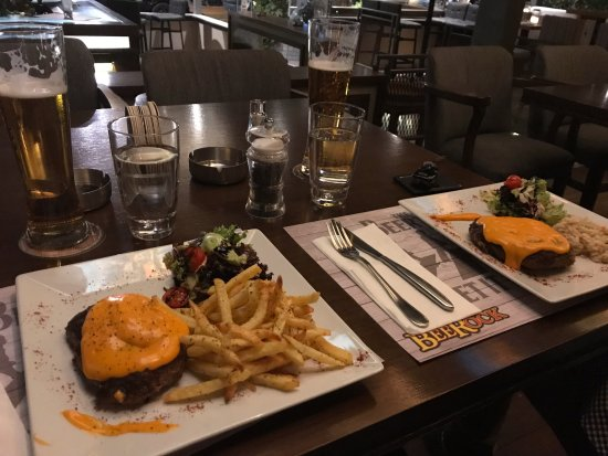 Glyfada, Grecia: Burger with melted cheddar (one with fries and one with risotto)