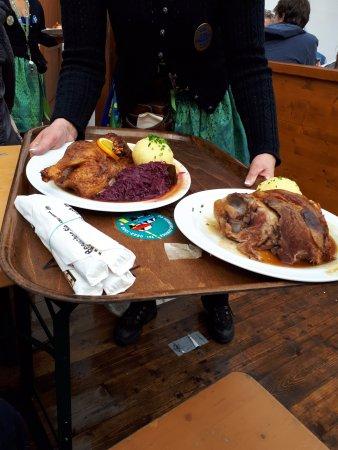 Comida en la carpa picture of oktoberfest munich for Carpa comida