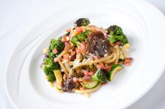 Warrenville, IL: Vegetarian Bucatini Pasta