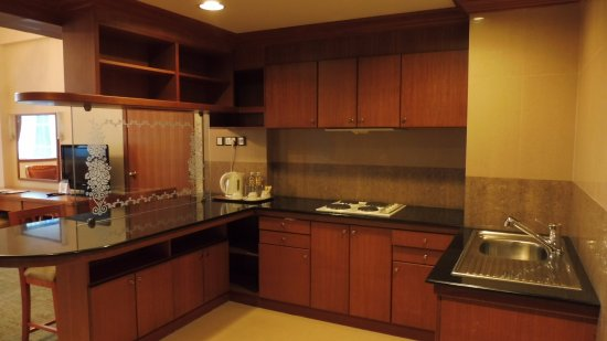 The Centrepoint Hotel: Junior Suite 453 has a kitchenette