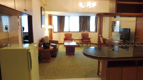 The Centrepoint Hotel: Living room of Junior Suite 453