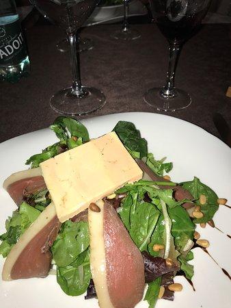Blere, Frankrig: Salade magrets de canard et foie gras