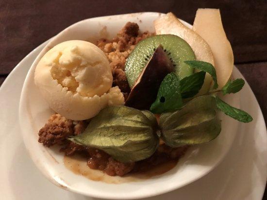 Blere, Francia: Crumble aux pommes avec boule de glace