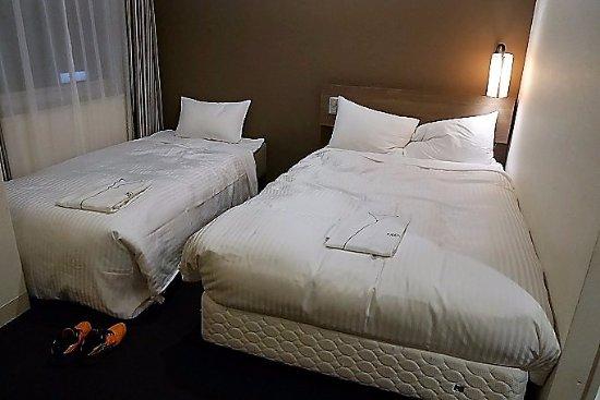 Sotetsu Fresa Inn Tokyo-Toyocho : 4人部屋の左はエキストラベッド