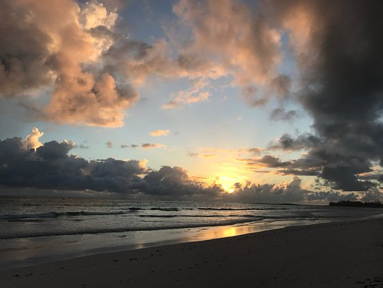 Governor's Harbour, Eleuthera: Sunrise at French Leave Beach