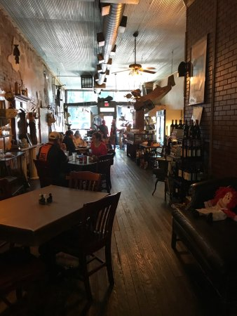 Rocheport, MO: Abigail's decor is quite interesting. Her food is A#1!  So good!  Do visit!