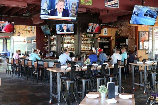 Milford, CT: Bar