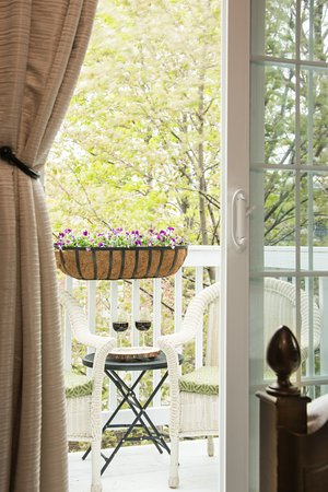 The Chadwick Bed & Breakfast: The Baxter's Room Porch for Two