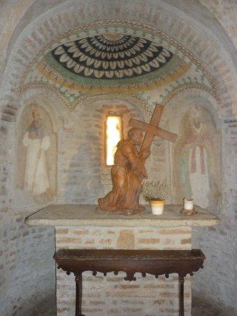 Monteveglio, Italia: statua su altare laterale