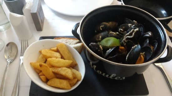 Falmouth Bay Seafood Cafe: moules in curried sauce