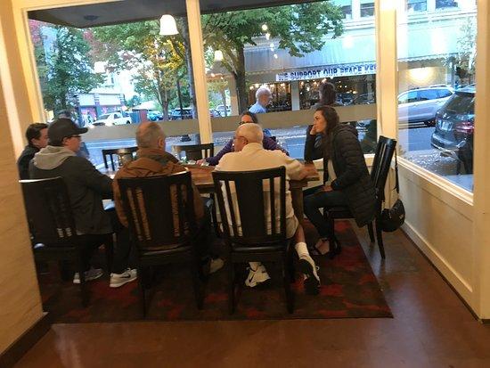 McMinnville, Oregón: Window seating