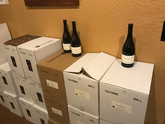 McMinnville, OR: Bottled wine for sale