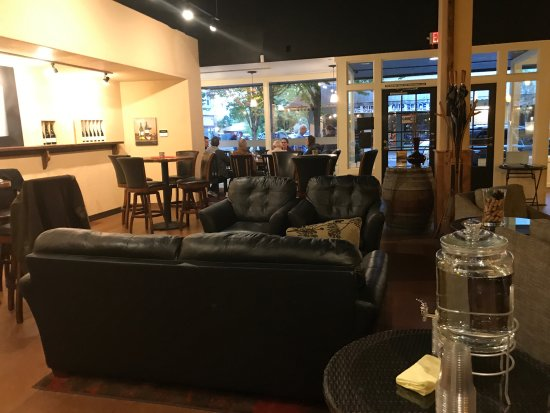 McMinnville, OR: View of the tasting room from the back