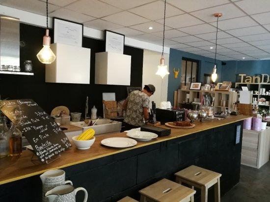 Rognes, France: Cuisine ouverte