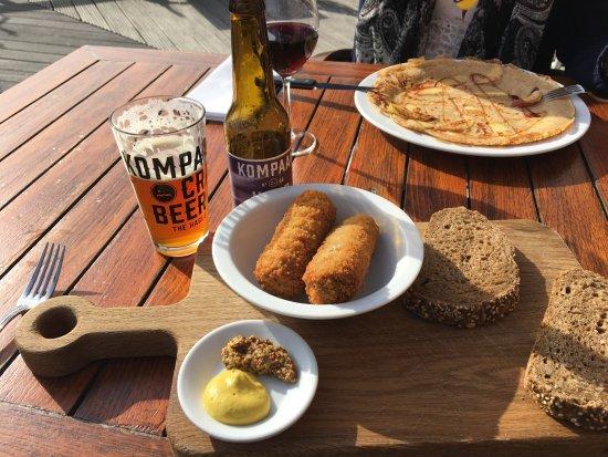 Nootdorp, The Netherlands: Haagsche kroketten met Handlanger IPA van Kompaan