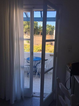 Karteradhos, Greece: Pohled z pokoje směrem na balkon