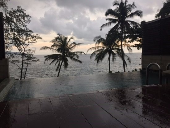 Centara Villas Phuket : Amazing Ocean view from our Villa, despite the rain