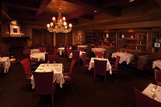 Seal Beach, Kalifornia: The Library Room is perfect for quiet and intimate dining.