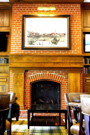 Bedford, PA: Relax by the Fireplace