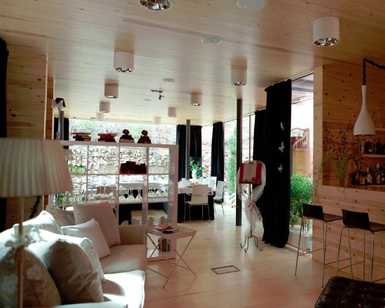 Fuentenava de Jabaga, Spanien: Uno de nuestros salones, la sala de cristal