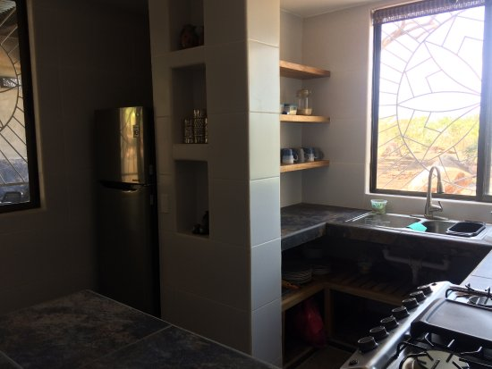 Balgue, Nicaragua: Shared kitchen with full size fridge, oven and gas cookers