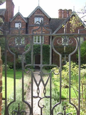 "Wolverhampton, UK: Front Gate - showing ""W"" for the Whitgreave family?"