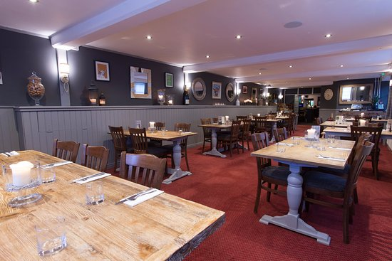 Chipping Sodbury, UK: Our large restaurant is perfect for a candle-lit romantic dinner for two, or larger parties.