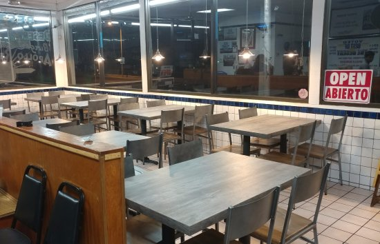 Victorville, CA: new Tables and chairs