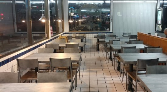 Victorville, CA: new table and chairs