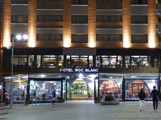 Roc Blanc Hotel: Exterior del Hotel (Noche)