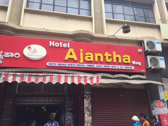 Hotel Ajantha: Right place