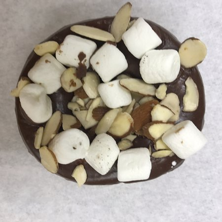 Jacksonville, ألاباما: Chocolate icing with Almonds and Marshmallows