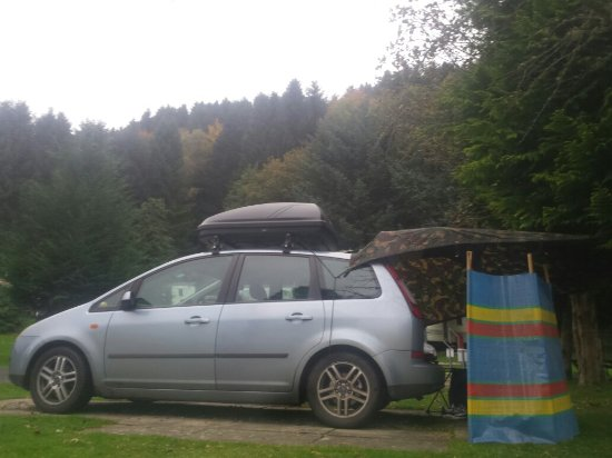 Comrie, UK: Great spot for an overnighter while on a wee family adventure.  Easy access to main road.