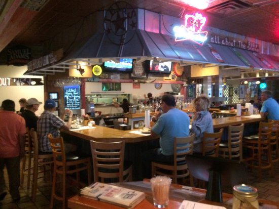 Texas Tony's BBQ Shack: Bar when we walked in.