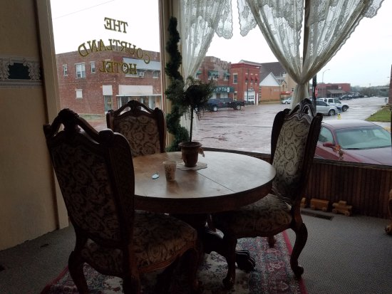 Fort Scott, KS: Delightful Dining Area