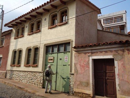 Casa AL Tronco: Façade et rue