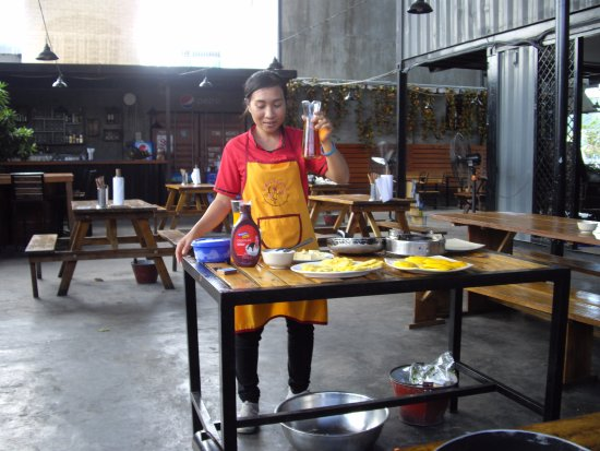 Lanterns Cooking Class: Flower our Chef and trainer